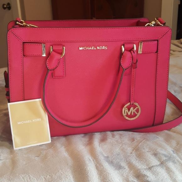 MICHAEL Michael Kors Handbags - 👜Michael Kors hot pink selma w/ FREE MK spray